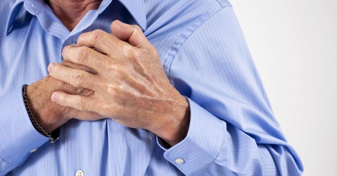 corazon acelerado y dolor en el pecho