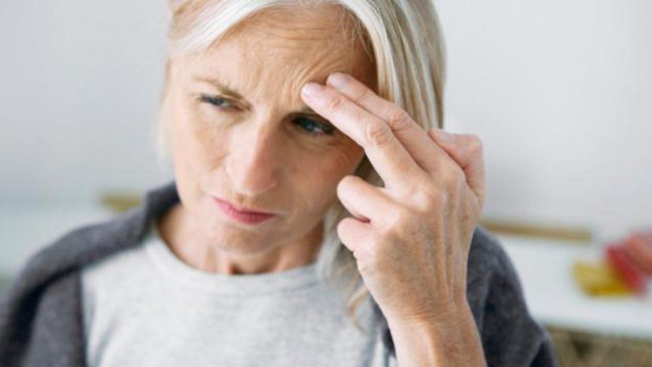 Dolor de cabeza en racimo que causa vómitos
