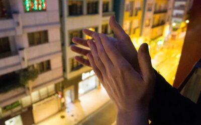 Los aplausos de las 8: el pequeño gesto que nos une